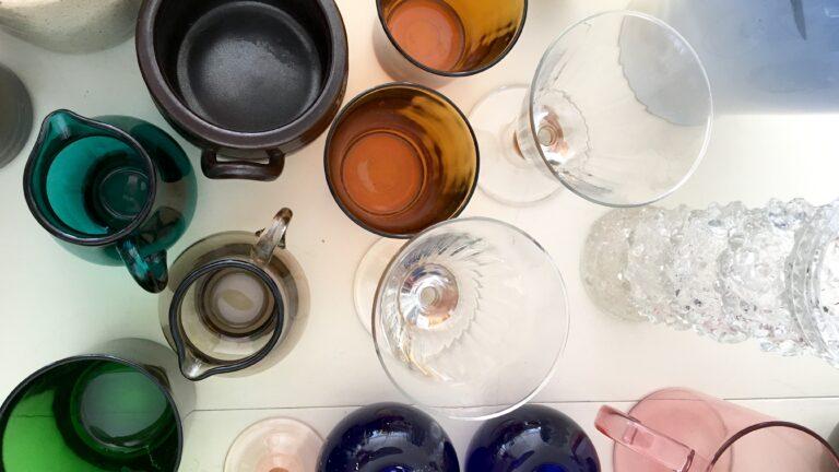 genbrug loppemarked farvet glas