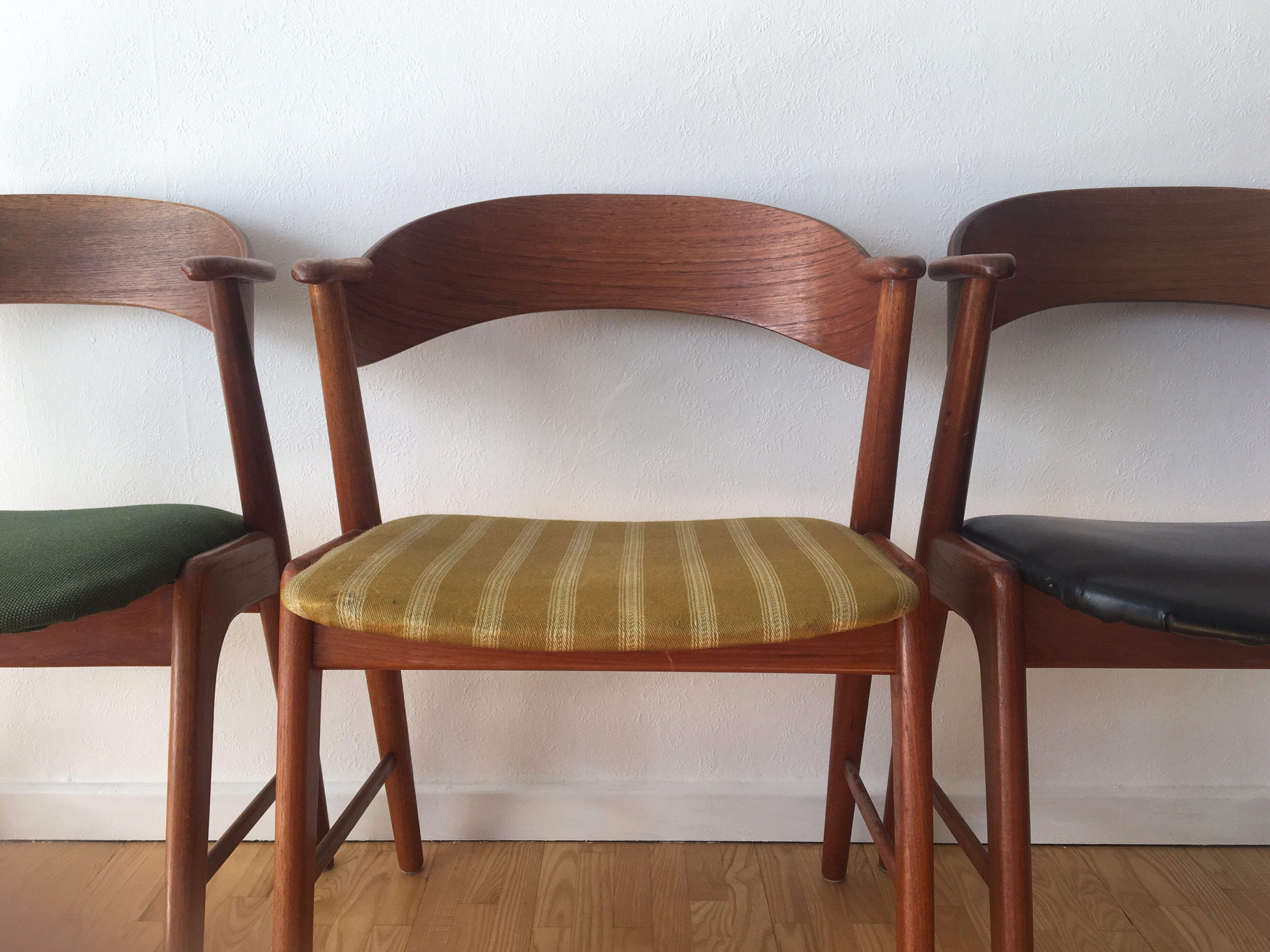 før-billede ombetrækning af stole
